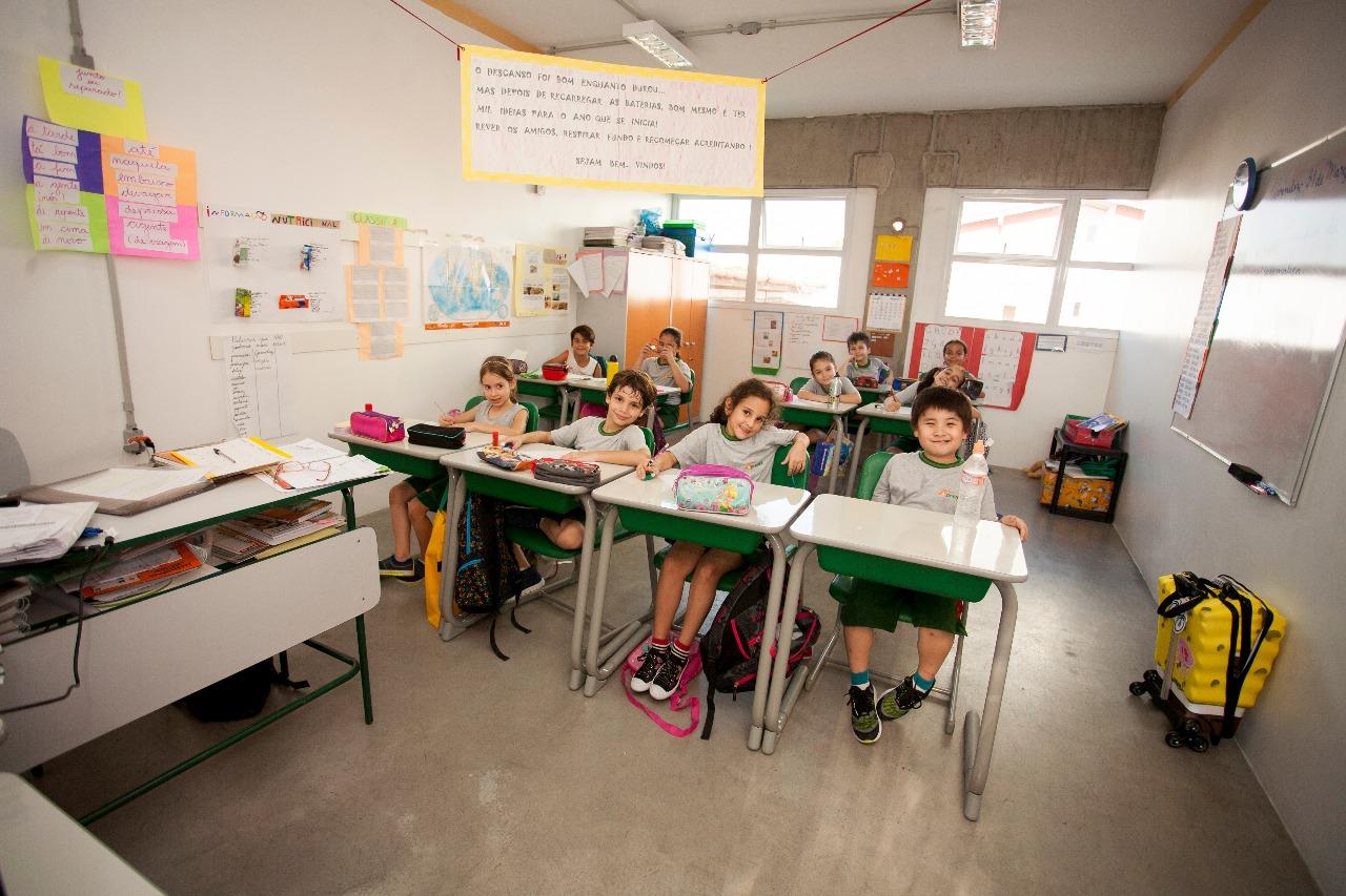 A escola infantil Aprendiz conta com profissionais calmos e experientes, espaço amplo, aconchegante e seguro, no qual foi planejado para propiciar uma estimulação adequada. Com o objetivo de atender o desenvolvimento de cada faixa etária.