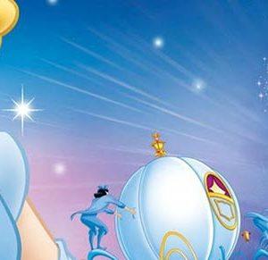 Cinderella vive com sua madrasta, e as duas filhas dela. Obrigada a trabalhar como empregada da casa, ela tem como amigos apenas os animais que a rodeiam. O local em que vive está agitado devido ao baile que será realizado no castelo, o qual contará com a presença do príncipe Harry.