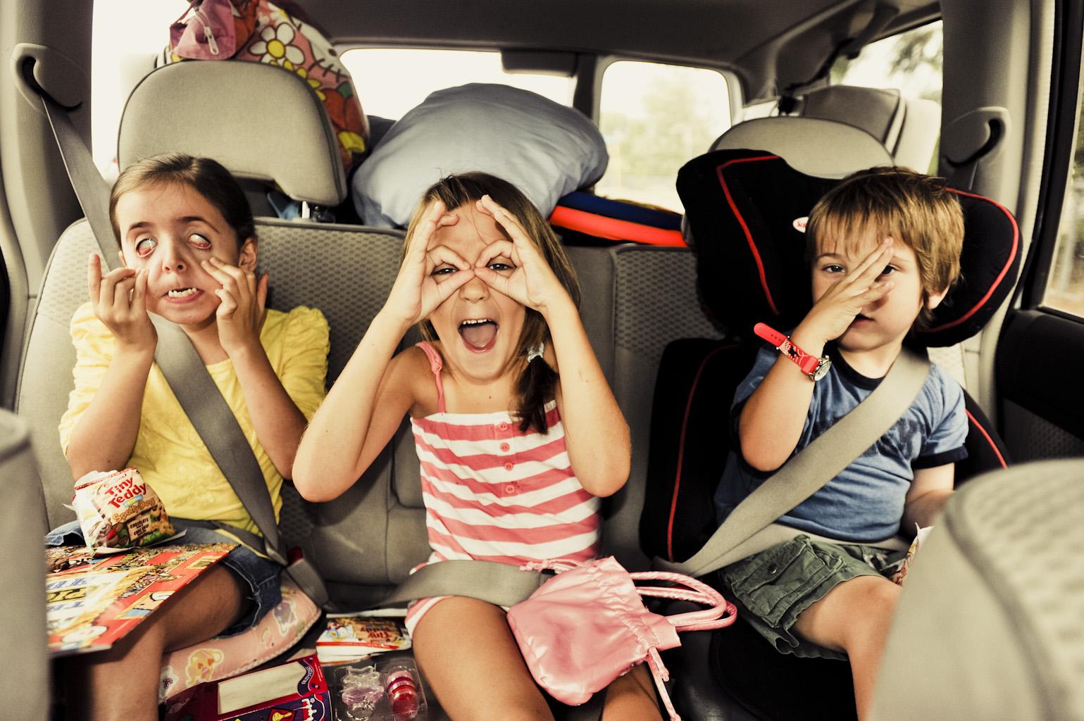 crianças viagem feriado
