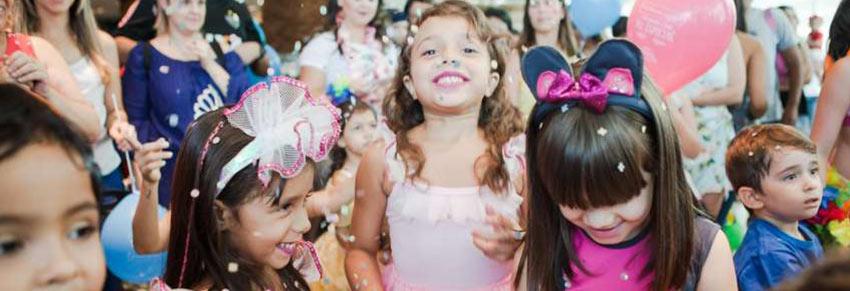 casa caraminholas crianças no carnaval bloquinho
