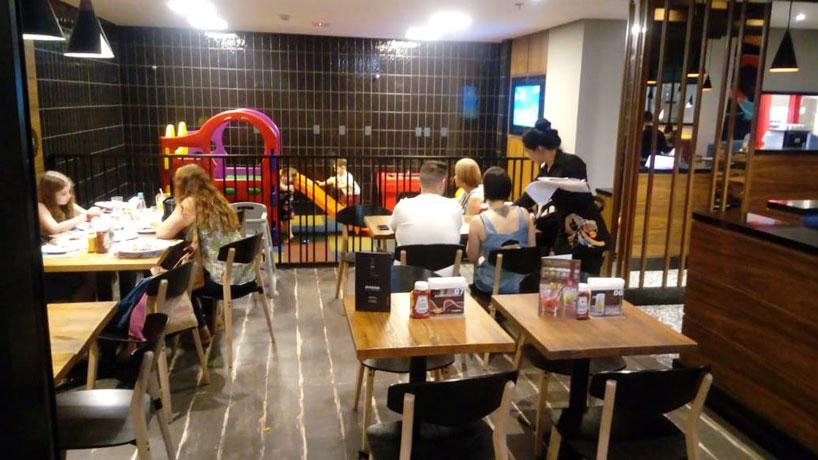 Kharina em Santo André. Restaurante com espaço kids.