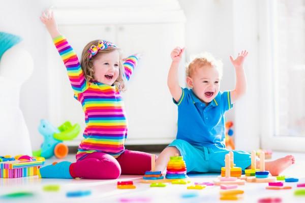 crianças brincando vipzinho