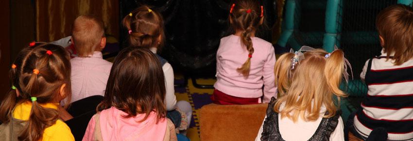 teatro crianças vendo