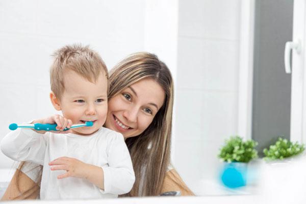 como escovar os dentes das crianças com clínica perrella no vipzinho