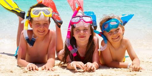 famílias voltando às praias na pandemia com vipzinho