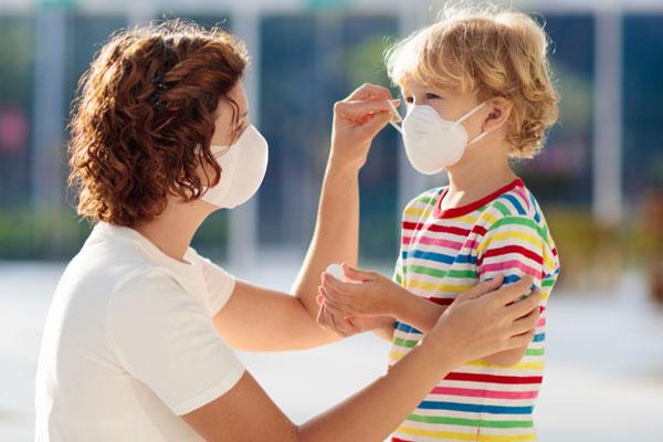 criança voltando as aulas presenciais na pandemia com vipzinho