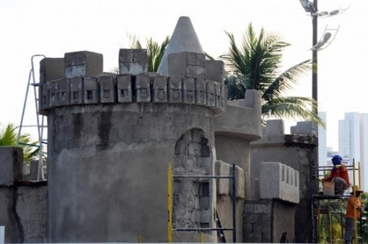 playground castelo de areia gigante na praia no vipzinho