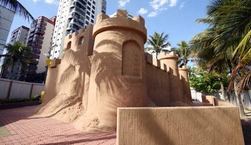 playground castelo de areia gigante no vipzinho