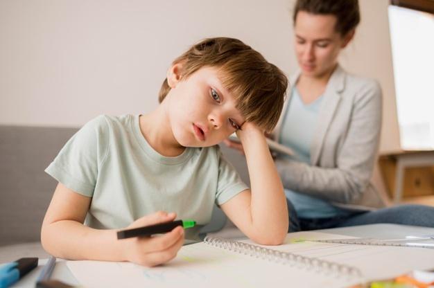 crianças estressadas no vipzinho