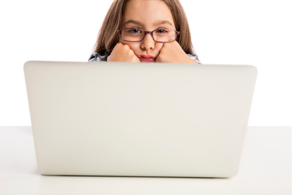 Em casa: Como manter a atenção das crianças nas aulas online? - Portal Vipzinho