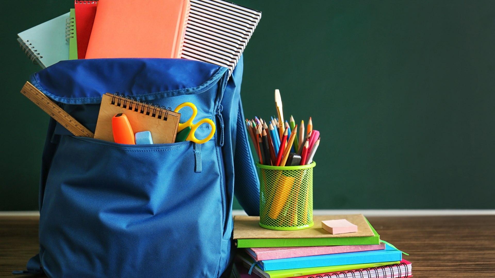 material escolar na papelaria dos estudantes com vipzinho