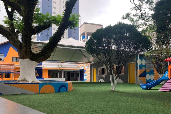 escola com espaços ao ar livre no vipzinho