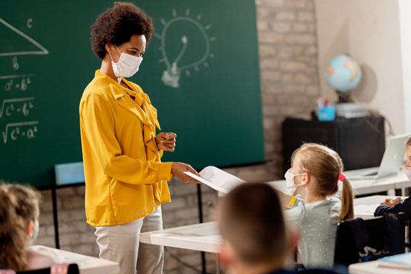 cuidados contra covid-19 nas escolas
