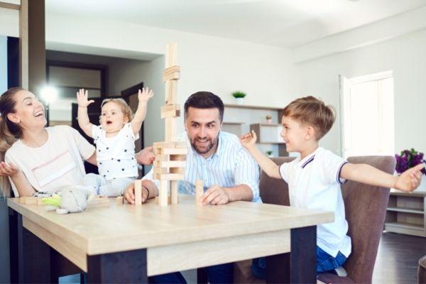 brinquedos para jogar em família